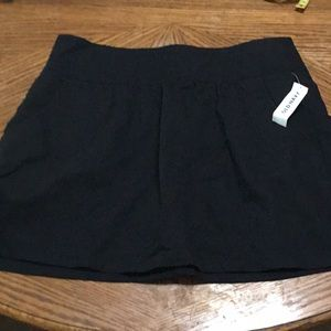 Old Navy Black Skirt with Pockets. Size 8. W53